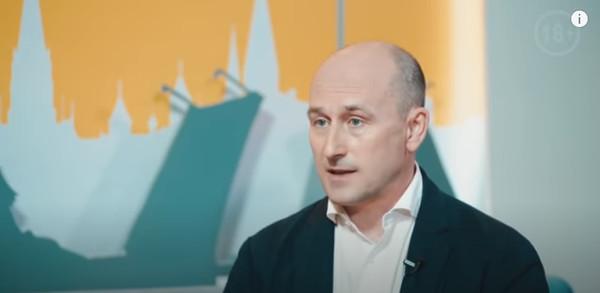 Николай Стариков дает интервью